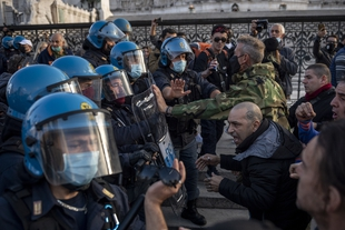 Journalists become targets of violence & intimidation during violent anti-COVID-19 lockdown protests