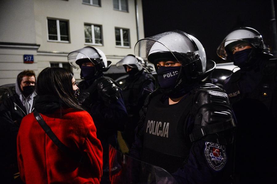 Zastraszani są protestujący, atakowani są dziennikarze, na celowniku są także prawa grup LGBTI