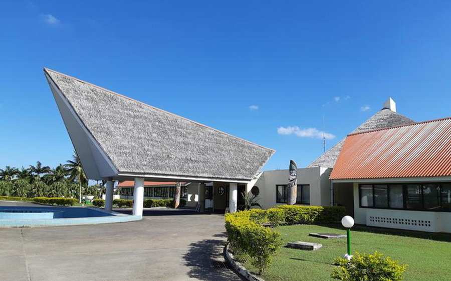Vanuatu emergency extension questioned, journalists blocked from taking photos at airport