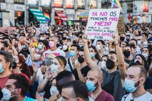 Un asesinato homófobo provoca manifestaciones en todo el país