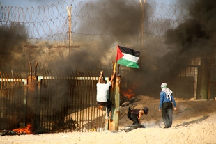Another Friday in Gaza: Protesters Threatened by Israeli Tanks