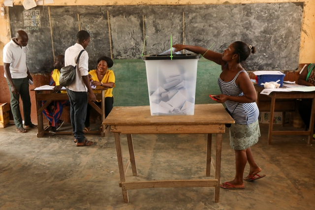 A woman casts her vote at a polling station during presidential election in Lome, Togo February 22, 2020. REUTERS/Luc Gnago
