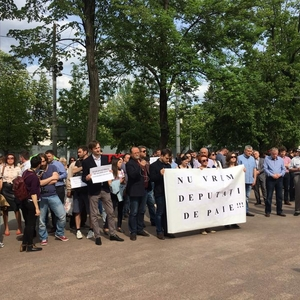 Civil society mobilises to protest electoral changes pushed through the Moldovan Parliament