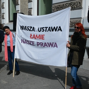 Poles continue to oppose the govenrment through protest