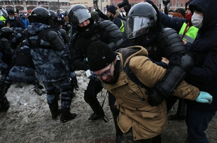 Pro-Nalvany protests record unprecedented number of arrests and prosecutions