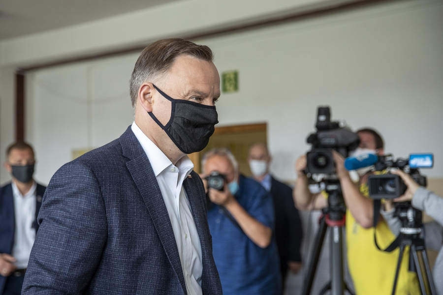 Duda narrowly wins election; Public TV serve as a mouthpiece, independent media come under attack