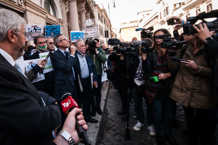 Journalists stage flash-mob protests following 5-Star Movement attacks