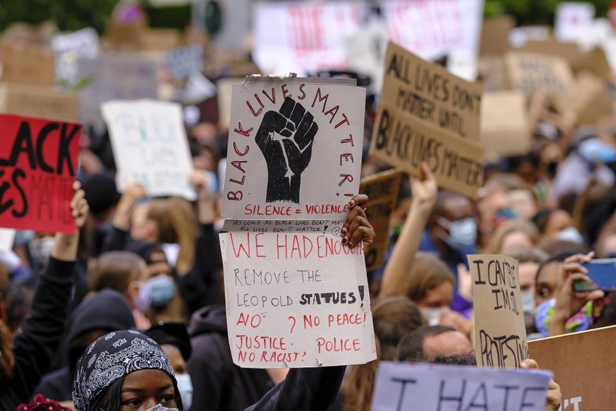 Thousands gather for Black Lives Matter protest; Facebook bans images of Zwarte Piet