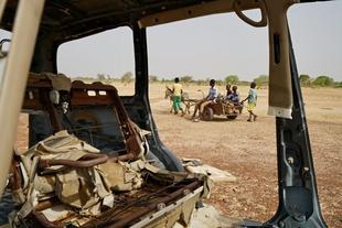 Insécurité croissante au Burkina : manifestations de masse, deux journalistes et un écologiste tués