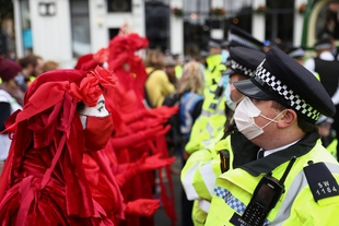 Heavy-handed policing as hundreds arrested at Extinction Rebellion protests