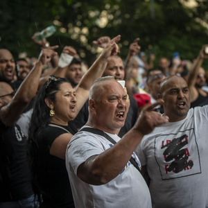 Protests calling for justice for Roma people, president bans outlets from receiving information