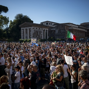 Migrant rights in the spotlight; protest calls for an end to COVID-19 measures