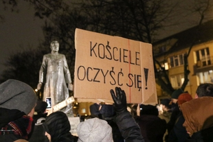 Polish ruling party pressures cinemas to stop showing clerical abuse film