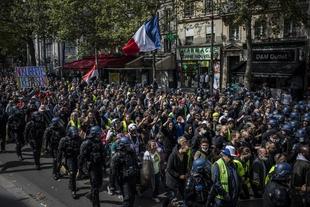 Approbation de la loi contre le  séparatisme et manifestations de masse contre le #passsanitaire