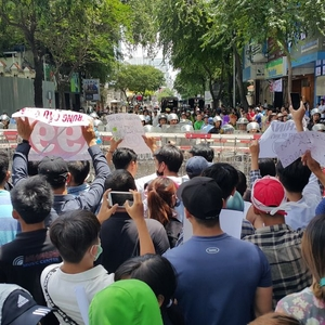 Police detain and beat protestors demonstrating against new laws