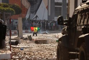 Manifestations et affrontements après l'arrestation d'un leader de l'opposition