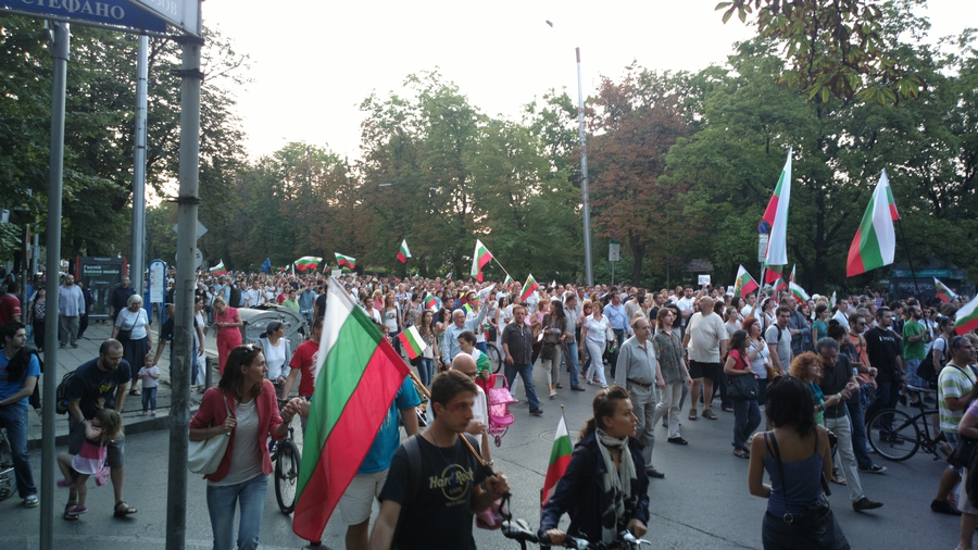 Bulgarians protest COVID-19 measures, over construction of coastline