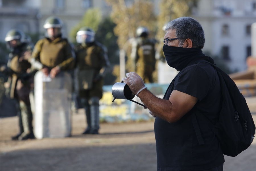 Chilean police forces repress protests with COVID-19 regulations