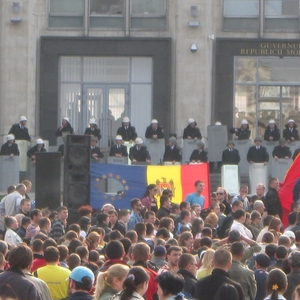 Opposition-led protests against the government's changes to the electoral law continue