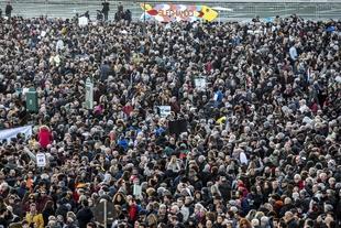 '6000 Sardines against Salvini'- Italians pack squares for anti-far right protest
