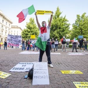 Italians find ways to peacefully assemble despite COVID-19 pandemic