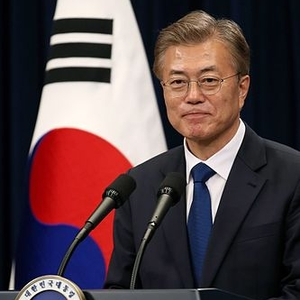 Spirit of candlelight revolution continues as Moon Jae-in takes power